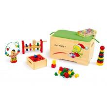 Small Foot Dřevěná truhla s 6 motorickými hračkami