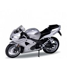 Welly - Motocykl Triumph Daytona 600 model 1:18 stříbrný