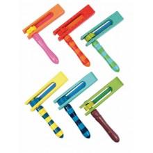 Řehtačka barevná ze dřeva